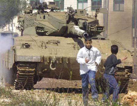 20061107034330-tanque-y-ninos.jpg